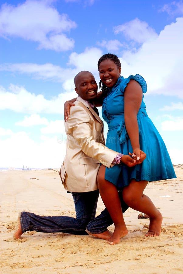 африканские пары счастливые стоковое изображение rf