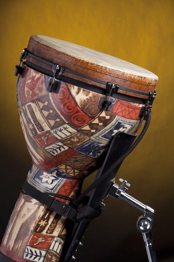 африканский желтый цвет барабанчика djembe стоковая фотография