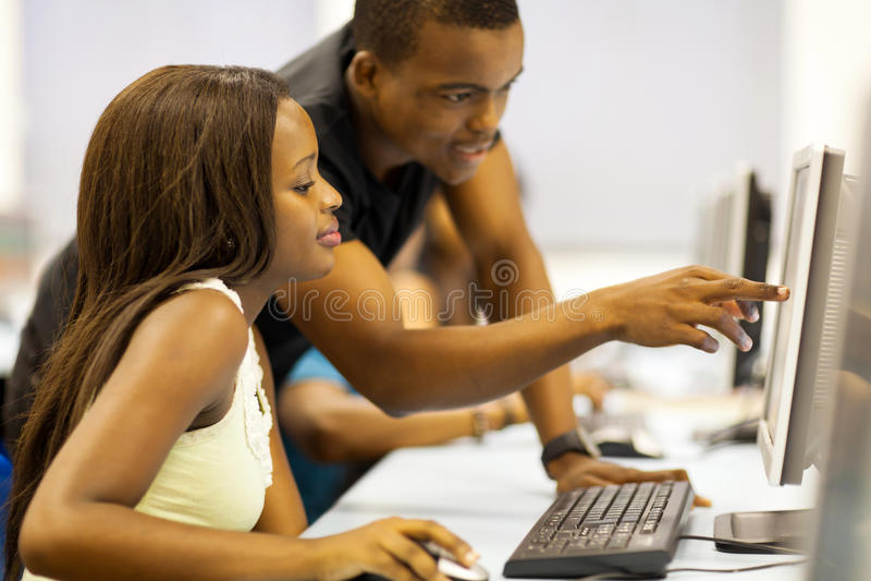 Африканский компьютер студентов стоковое фото rf
