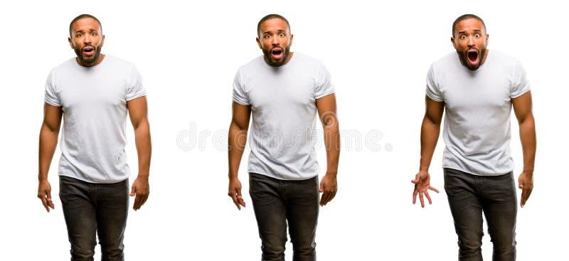 Африканский молодой человек изолированный над белой предпосылкой стоковое фото