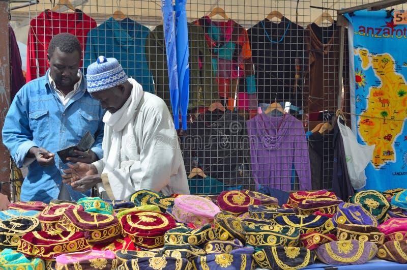 Африканский рынок Blanca Playa торговцев стоковая фотография