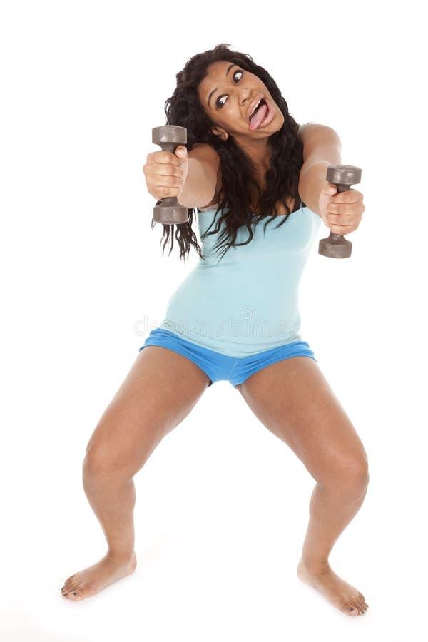 афроамериканец смешной держит вне утяжеляет женщину стоковые изображения rf