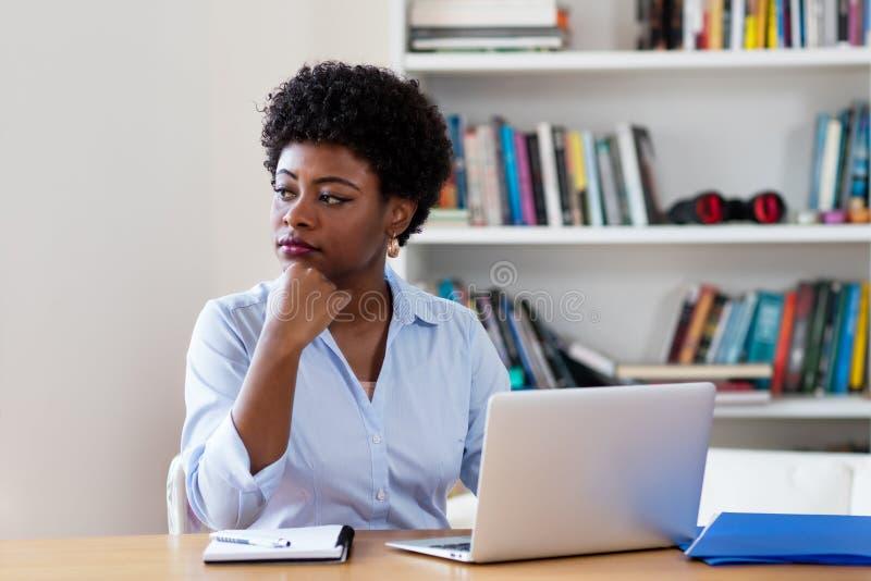 Афро-американская коммерсантка с депрессией стоковые изображения rf