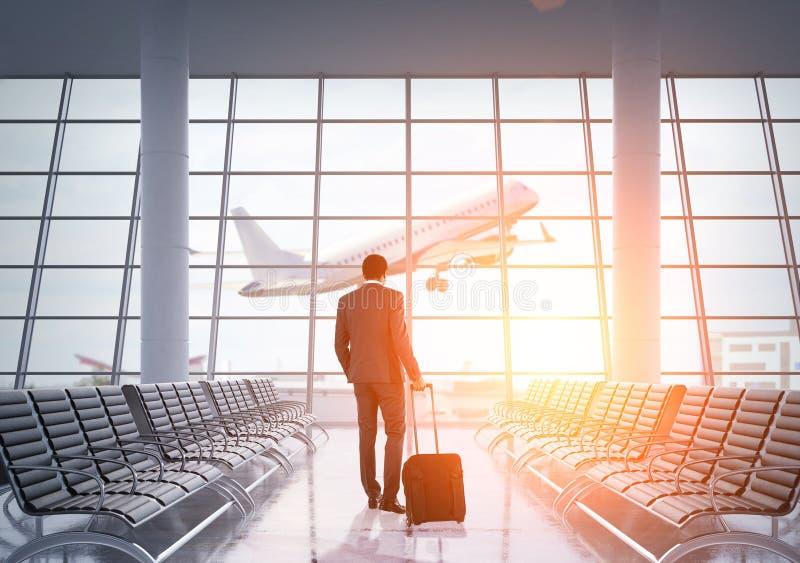 Афро-американский бизнесмен в авиапорте стоковое фото rf