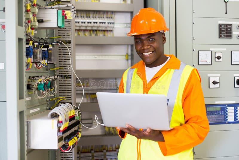 Афро-американский инженер-электрик стоковое фото