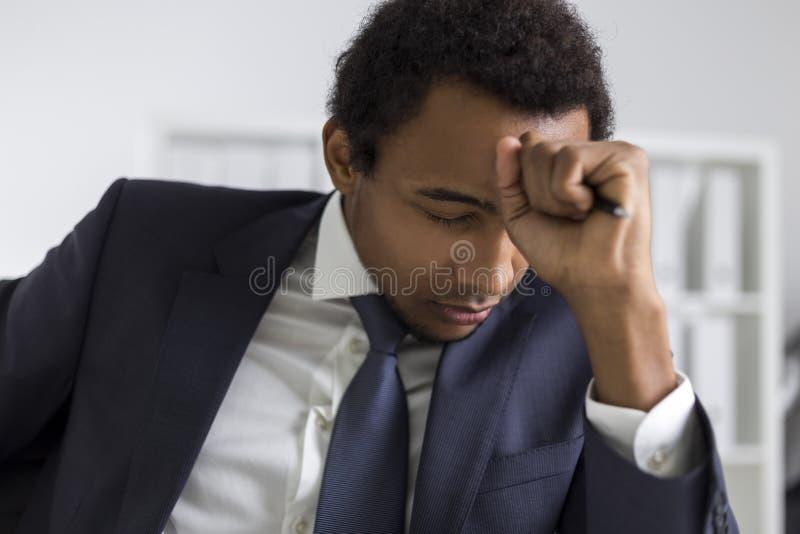 Афро-американский метод мозгового штурма человека стоковые фото