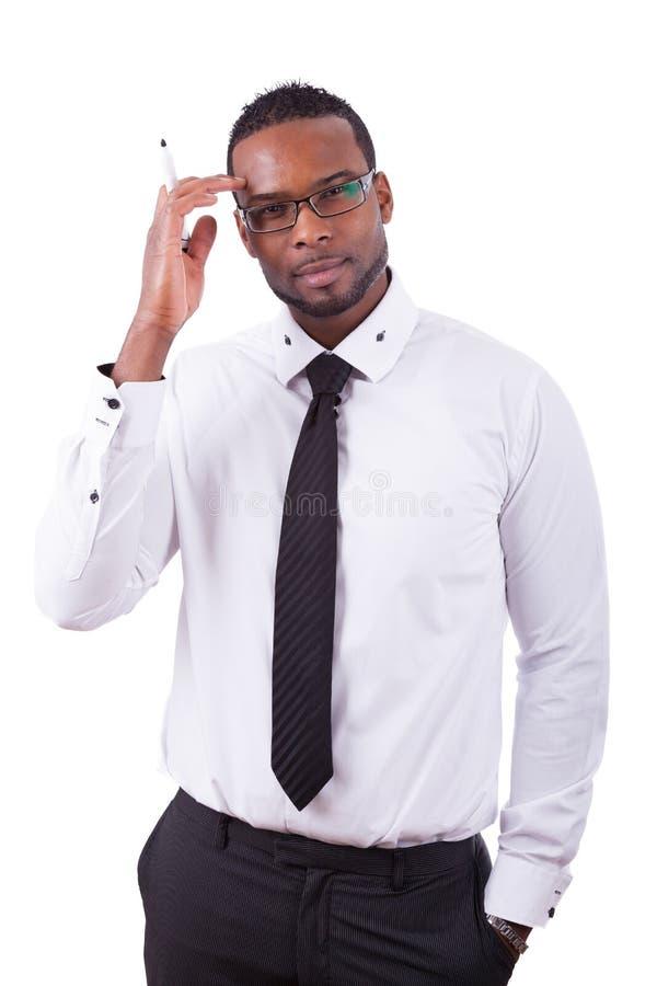 Афро-американское сочинительство бизнесмена что-то на стеклянной доске стоковые фото