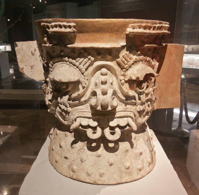 ацтекская церемониальная ваза стоковое фото rf