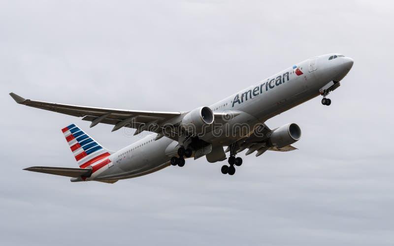 Аэробус A330 америкэн эрлайнз стоковое изображение rf