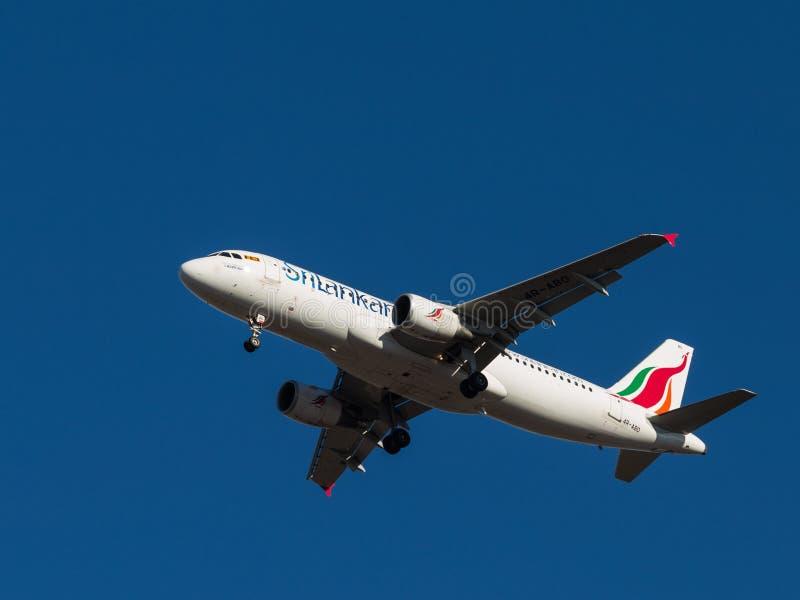 Аэробус A-320 пассажирского самолета, авиакомпании SriLankan стоковое фото rf