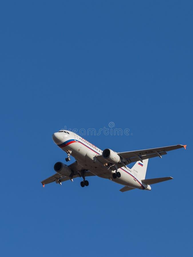 Аэробус A-319 пассажирского самолета стоковые изображения rf