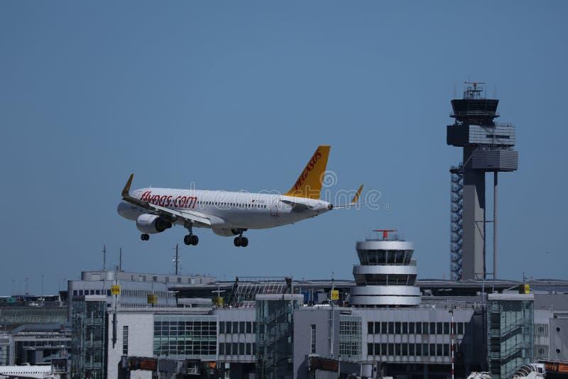 Аэробус Пегаса причаливая аэропорту стоковые фото