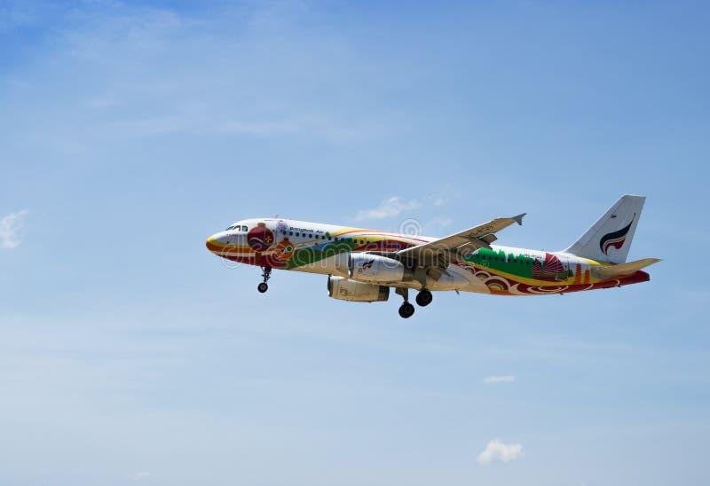 Аэробус A320-200 посадки авиалинии Бангкока стоковые изображения