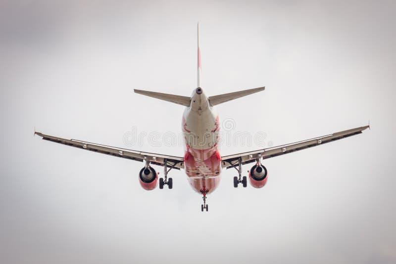 Аэробус A320-200 HS-ABV посадки Air Asia для того чтобы надеть международный аэропорт Mueang стоковые изображения