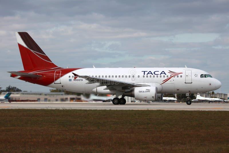 Аэробус A319 TACA стоковая фотография rf