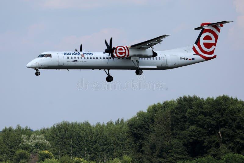 Аэропорт двигателя Eurolot причаливая стоковая фотография