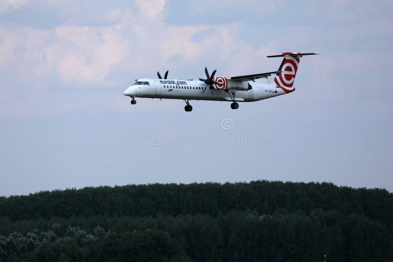 Аэропорт двигателя Eurolot причаливая стоковые изображения