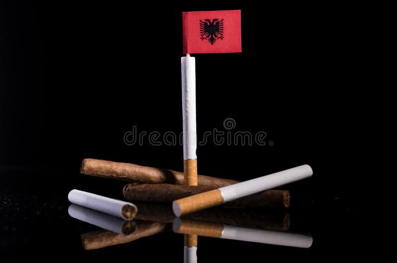 Албанский флаг с сигаретами и сигарами стоковые фотографии rf