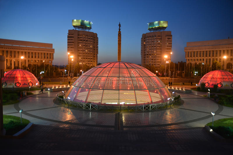 Алма-Ата - взгляд ночи стоковая фотография