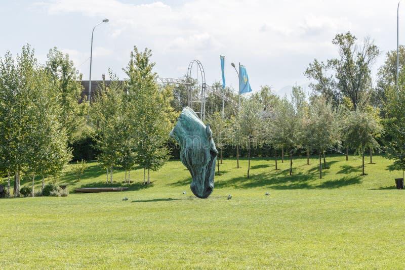 Алма-Ата, Казахстан - 29-ое августа 2016: Голова лошади 7 07 09 12 1962 2010 137124 начали солнце построенное щедрот cleveland co стоковое изображение rf