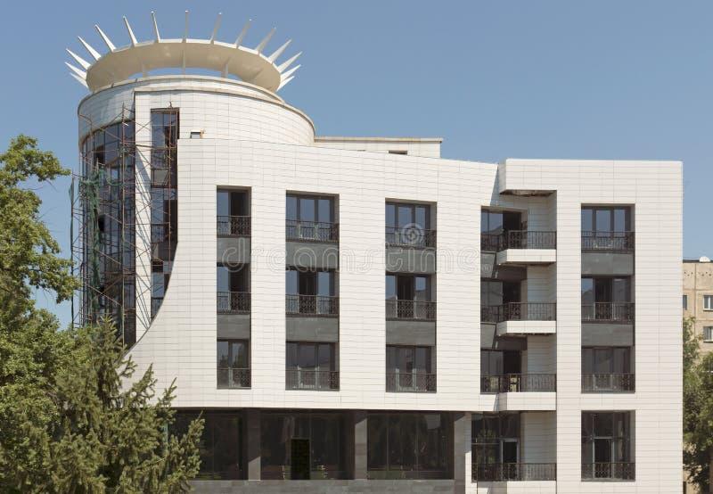 Алма-Ата - современное здание стоковые фотографии rf