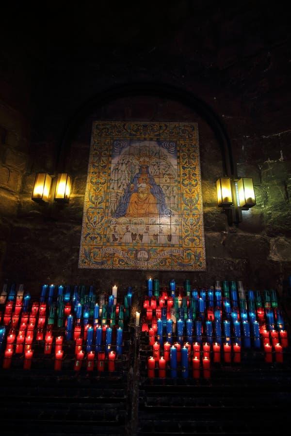 Алтар в аббатстве Santa Maria de Монтсеррата, Испании стоковые фото