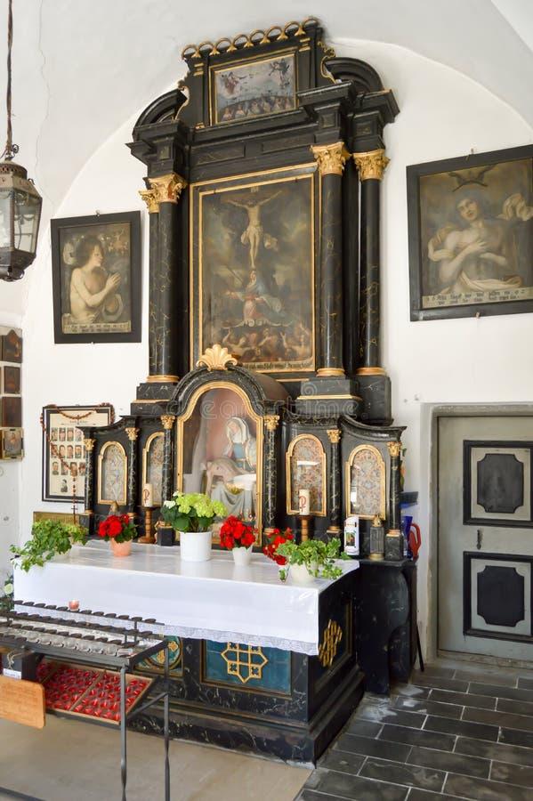 Алтар в малой tyrolean церков стоковые изображения