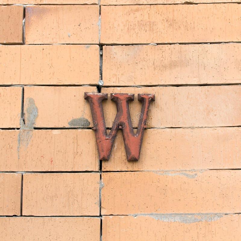 Алфавит текстурированный сталью m стоковое изображение