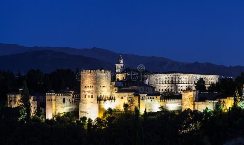 Альгамбра к ноча стоковые фото