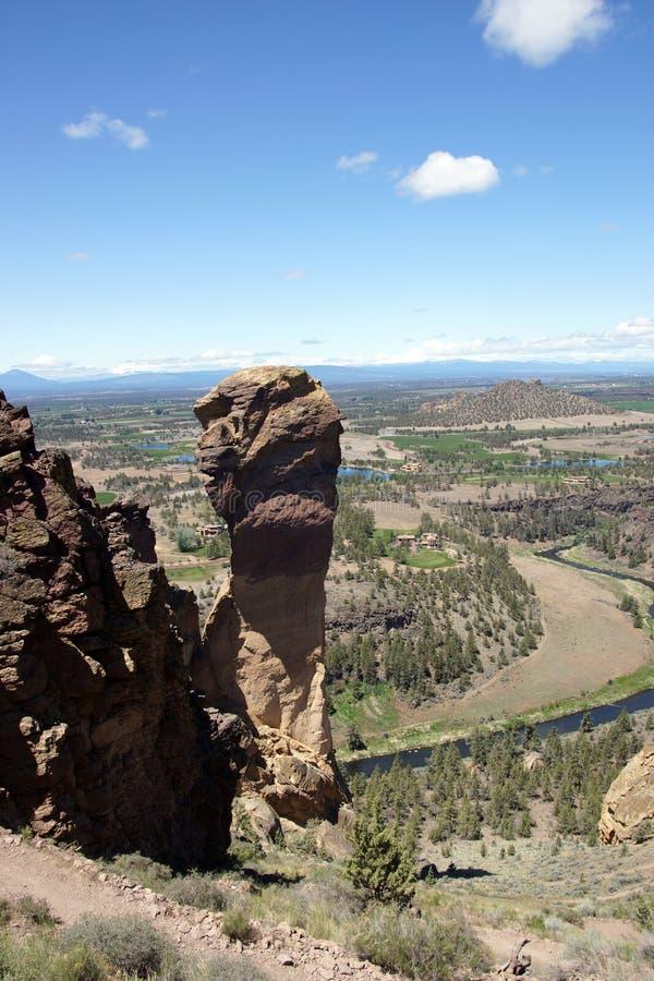 Download Альпинисты на свисая скале стороны обезьяны Стоковое Изображение - изображение насчитывающей вулканическо, спорт: 33736669