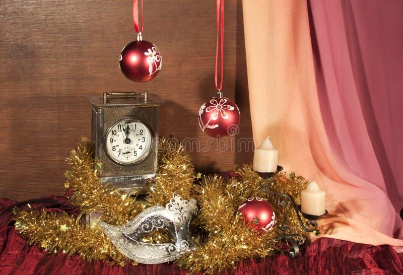 алюминиевым сортированное расположением рождество ведра орнаментирует красный цвет стоковое изображение rf