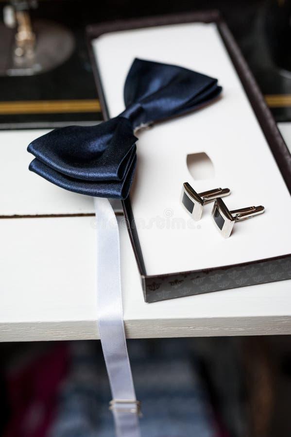 Бабочка и запонки для манжет стоковая фотография rf