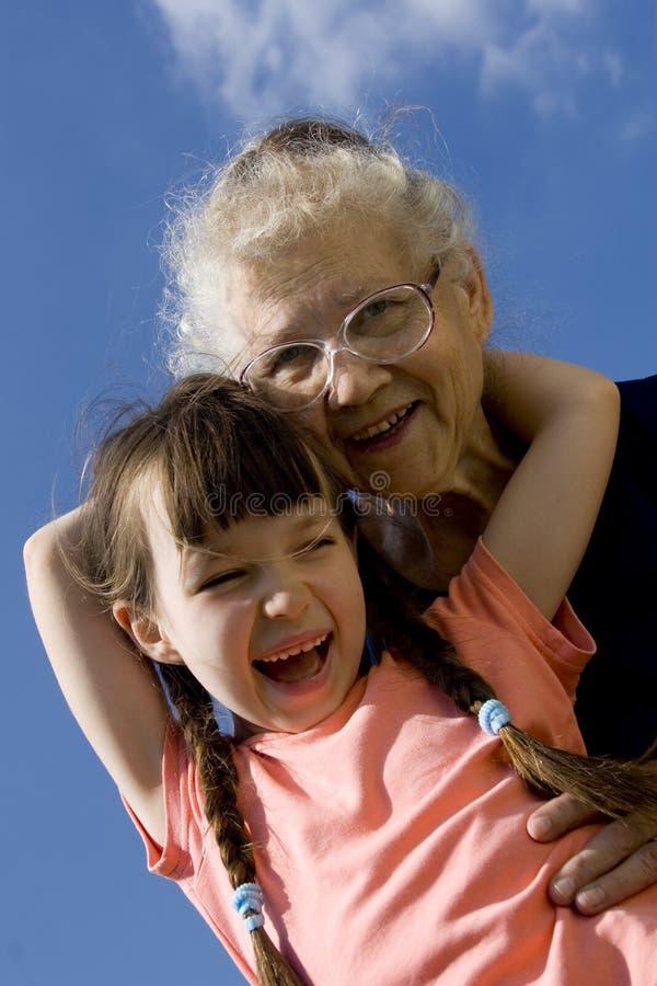 бабушка девушки стоковые фото