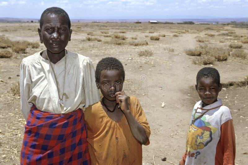 Бабушка и внуки Maasai портрета группы стоковые изображения rf