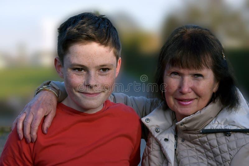 Бабушка и внук стоковая фотография