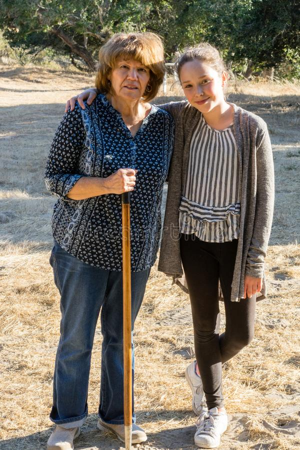 Бабушка и внучка на прогулке стоковое фото rf