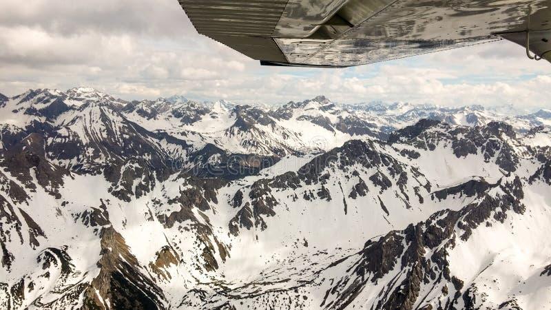 Баварские Альпы увиденные от Цессны C172 стоковая фотография rf