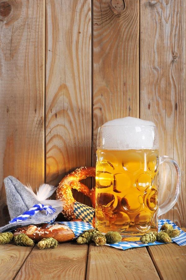 Баварские мягкие крендели с пивом Стоковое Фото ...  Баварский Флаг