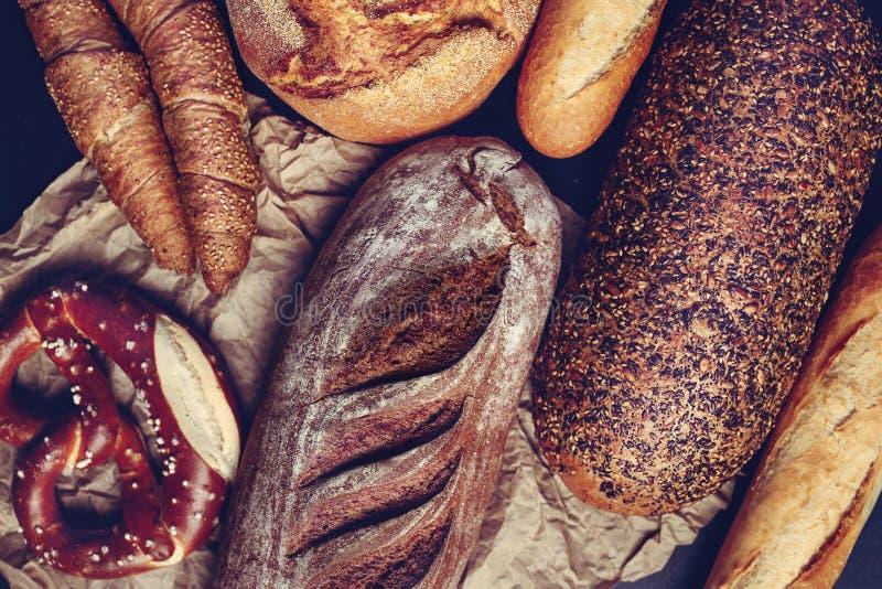 Баварский крендель и традиционно сделанные хлебобулочные изделия - Изображение стоковое фото rf