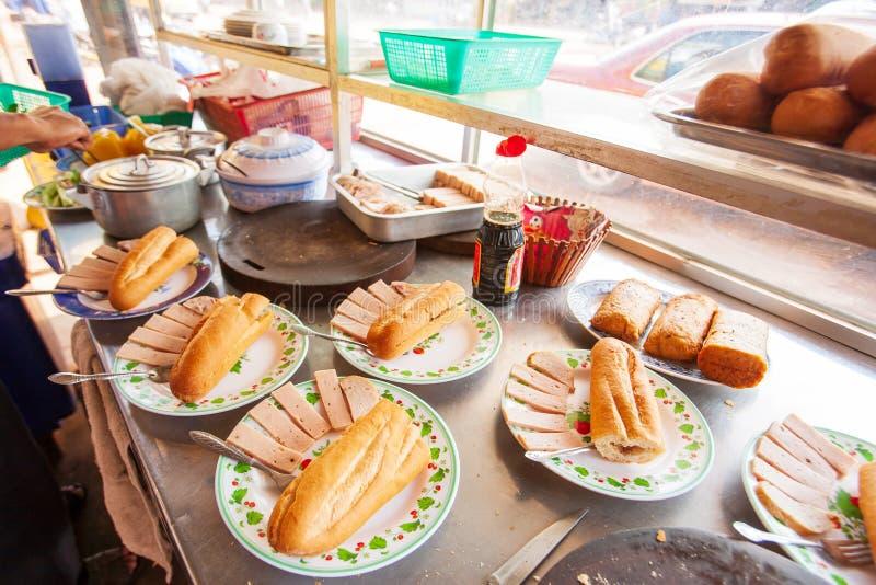 Багет или французский хлеб, местный завтрак людей кхмера в Koh стоковые изображения rf