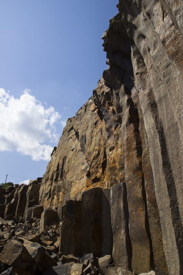 Базальт для строить Карьера базальта Штендеры базальта Каменная раскопк Тяжелая индустрия стоковая фотография rf