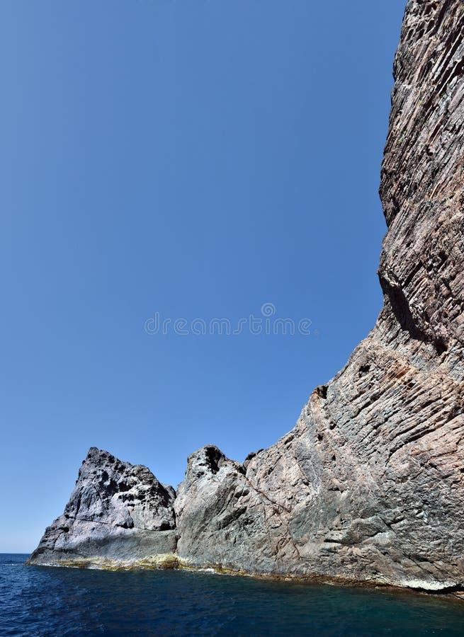 Базальтовые шестоватые образования утесов полуострова Scandola стоковая фотография rf