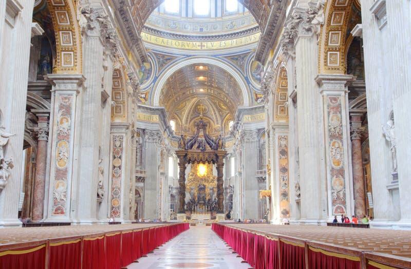 базилика внутри st peter s стоковое изображение rf