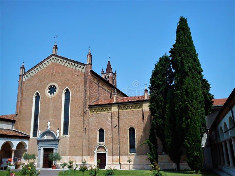 Базилика Сан Зенона Maggiore в Вероне стоковое изображение rf