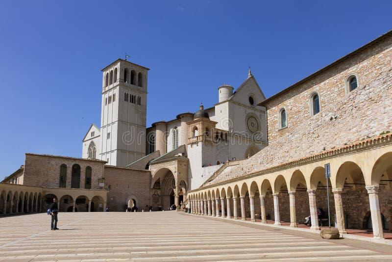 Базилика Св.а Франциск Св. Франциск Assisi и аркады стоковые фотографии rf