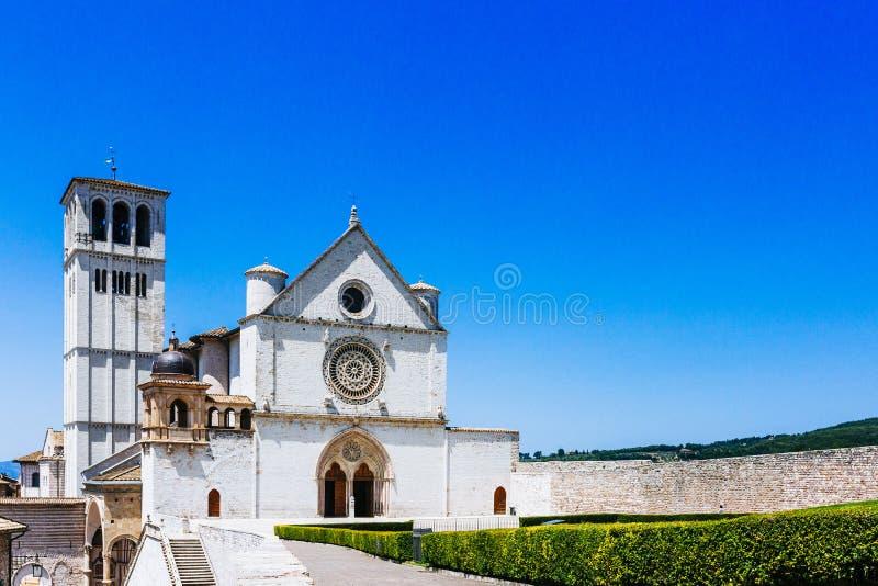 Базилика Св.а Франциск Св. Франциск Assisi против голубого неба стоковые фото