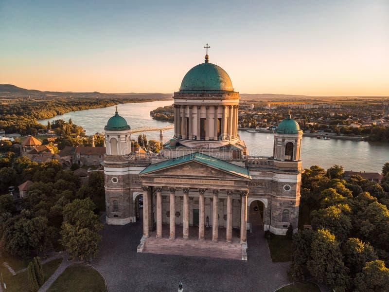 Базилика Esztergom на заходе солнца стоковое фото