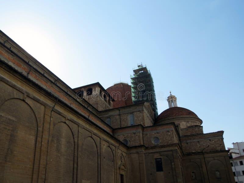 Базилика San Lorenzo расположена в исторической части города стоковое изображение