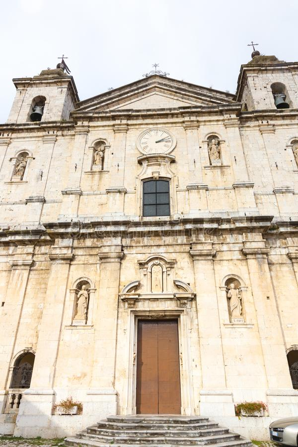 Базилика Santa Maria, Castel di Sangro, Абруццо, Италии Octob стоковые изображения