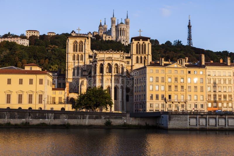 Базилика Нотр-Дам de Fourviere и собора Лиона стоковая фотография rf